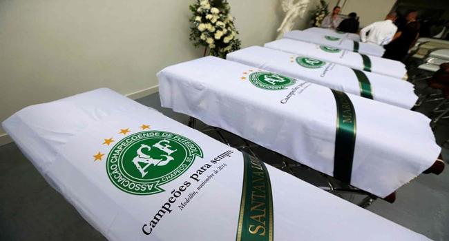 Resultado de imagem para Corpos das vítimas do acidente na Colômbia chegam ao Brasil na manhã de sábado